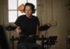 Scott Lang tocando bateria